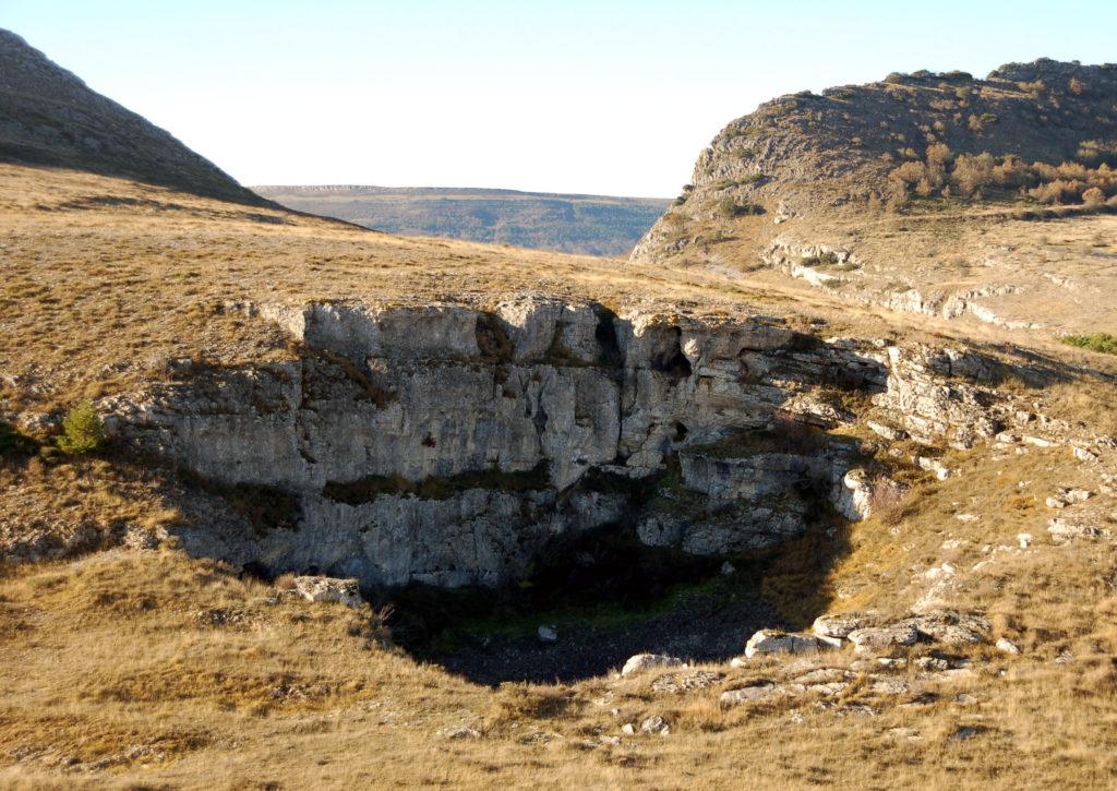 Dolina de hundimiento cerca de la entrada del río Hurón. Basconcillos del Todo. Burgos